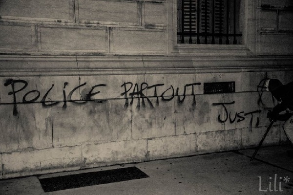 "Premiers tags : ""police partout, justice nulle part"" - 93.4 ko"